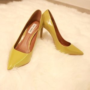 Steve Madden pumps in Yellow/Green patent leather